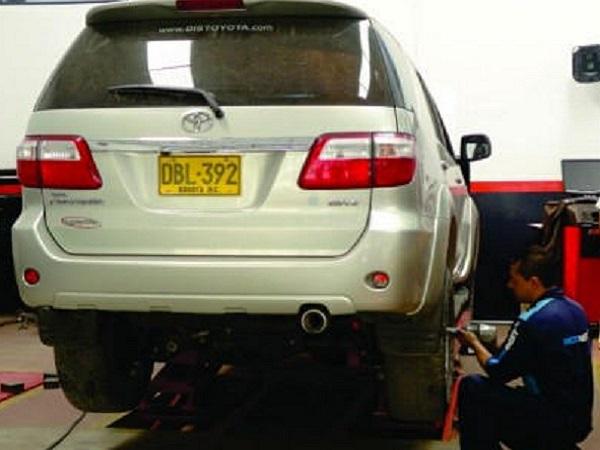 Imagen de Toyota Fortuner en cambio de llantas y mantenimiento de frenos en Tecnicentro Nuevo Horizonte
